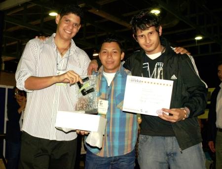 Los creadores del tomacorriente Protomac, de la Universidad de Carabobo
